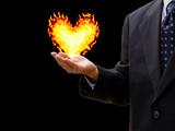 ハート型の火を持つビジネスマン