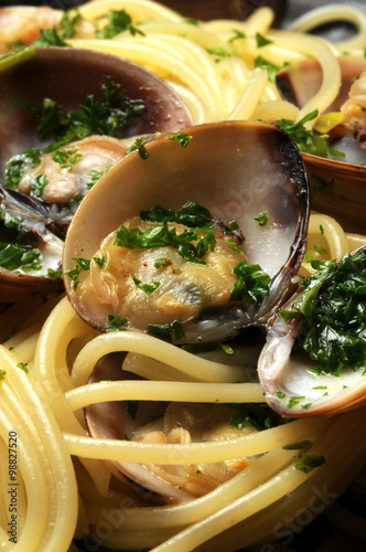 Spaghetti con le vongole ヴォンゴレ 스파게티 알레 봉골레 مطبخ نابولي Cucina napoletana Masakan Poster