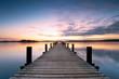 der lange Steg am Ufer