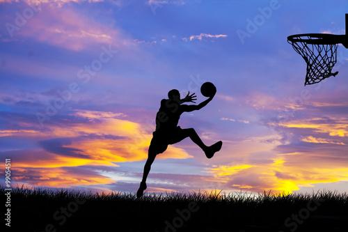 obraz lub plakat jugando al baloncesto
