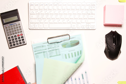 Blick auf den schreibtisch von oben fotos de archivo e for Schreibtisch von oben
