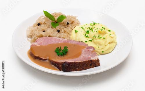 Kasselerbraten mit Kartoffelpüree und Sauerkraut