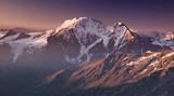 Wysoka góra rano. Piękny krajobraz naturalny.