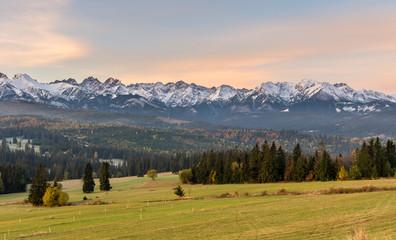 Rano panorama Tatr w jesieni, Polska