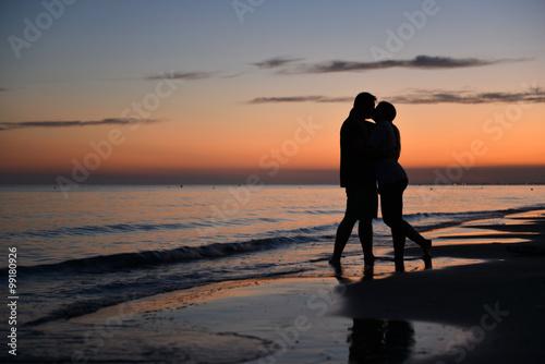 Poster Para zakochanych na plaży w Bibione - Włochy