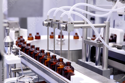 Papiers peints Pharmacie Bottling and packaging of sterile medical products. Machine afte