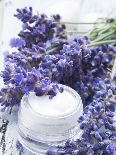 Obraz na Szkle facial cream with fresh lavender