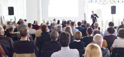 Publiczność w sali wykładowej.