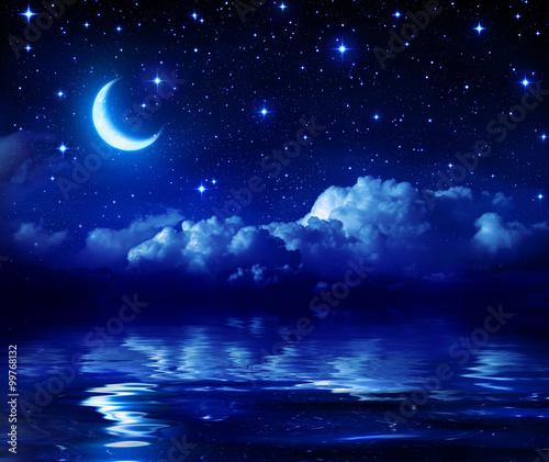 Gwiaździsta noc z Crescent Moon On Sea