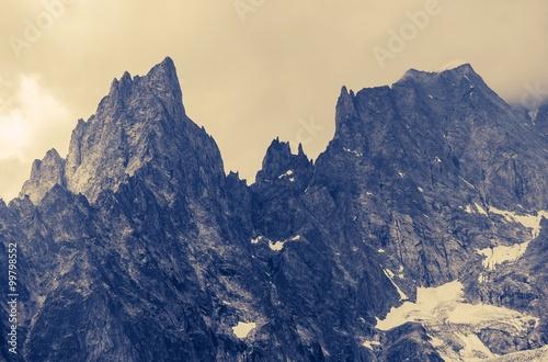 Papiers peints Beige Cloudy Alp Mountains