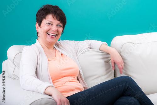 Poster glücklich lachende seniorin