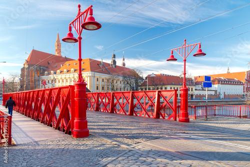 czerwony-most,-miasto-wroclaw,-polska