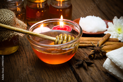 Honey and spa treatment © comzeal