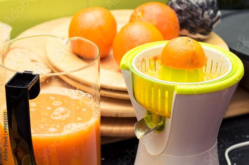 Wyciskanie soku pomarańczowego