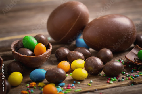 Naklejka Chocolate Easter Eggs Over Wooden Background