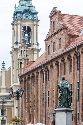 Fototapeta Nicolaus Copernicus monument in front of city hall of Torun, Ryn