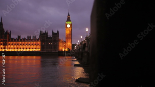 Foto op Canvas Violet Evening shot of Big Ben and Westminster in London
