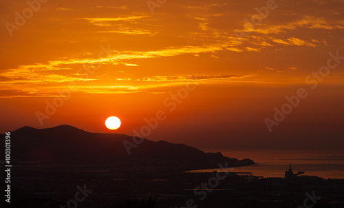 In de dag Oranje eclat Sunrise over coast and mountain Granada