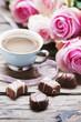 Obrazy na płótnie, fototapety, zdjęcia, fotoobrazy drukowane : Pink roses, coffe and chocolate on the wooden table