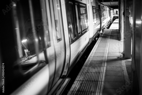 Poster Dark tube train mono