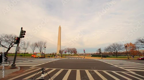 Foto op Canvas Texas Static, wide shot of the Washington Monument with a street in the foreground.