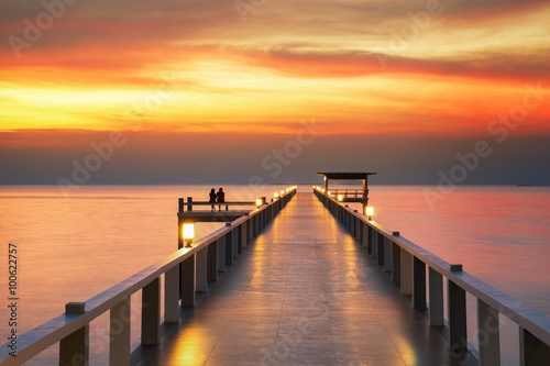 Poster Sweetheart on Wooded bridge with sunset