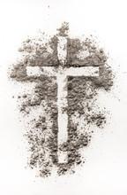 Christian symbol krzyża wykonany z jesionu