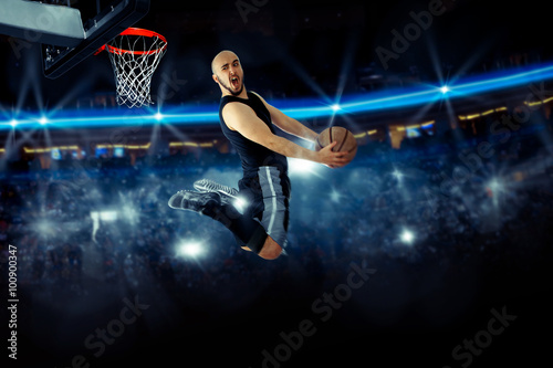 Poster Horizontal photo of basketball player in the game makes reverse