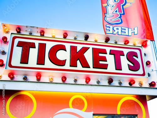 Tuinposter Amusementspark Carnival Tickets Sign