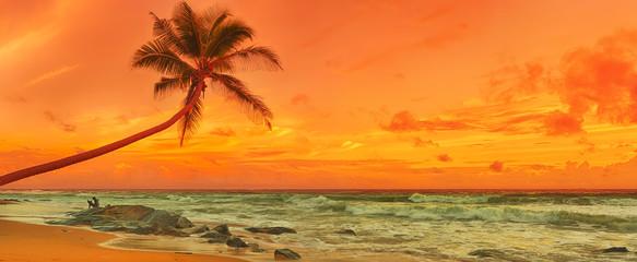 Zachód słońca nad morzem. Panorama