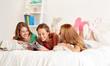 Obrazy na płótnie, fototapety, zdjęcia, fotoobrazy drukowane : friends or teen girls reading magazine at home