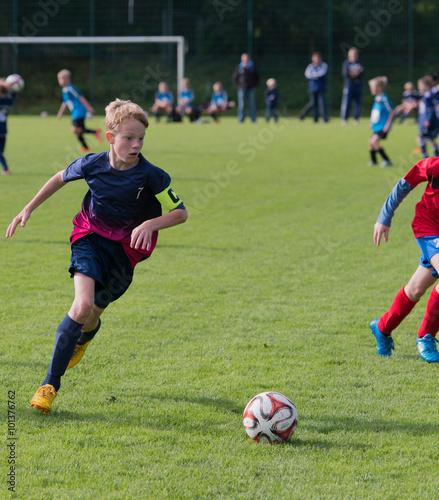 Plexiglas Voetbal Junger Fußballer