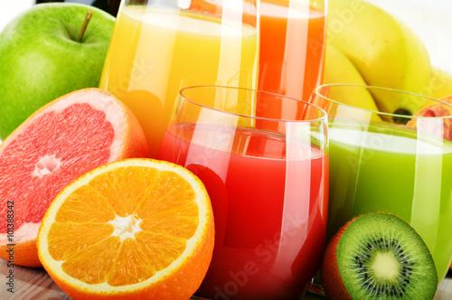 Zdjęcia na płótnie, fototapety na wymiar, obrazy na ścianę : Glasses of assorted fruit juice. Detox diet