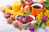 Fototapety Gesundes Frühstück mit Obst und  Nüssen
