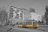 Milano e tramwaj w lombardia italia milan i pociąg w milan we Włoszech