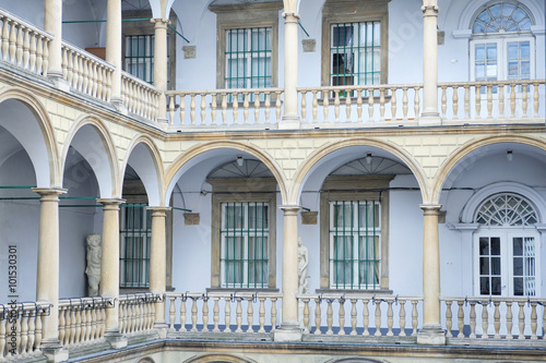 In de dag Milan Italian courtyard (Palace Kornyakta) in Lviv, Ukraine