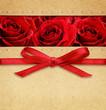 Obrazy na płótnie, fototapety, zdjęcia, fotoobrazy drukowane : Roses and red bow on carton
