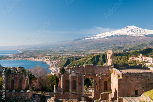 Staande foto Athene View of some columns in the stage of the greek theater in Taormina and a perspective of snowy mount Etna
