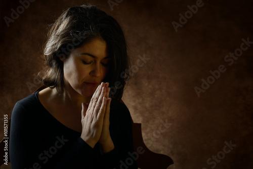 Poster donna che prega