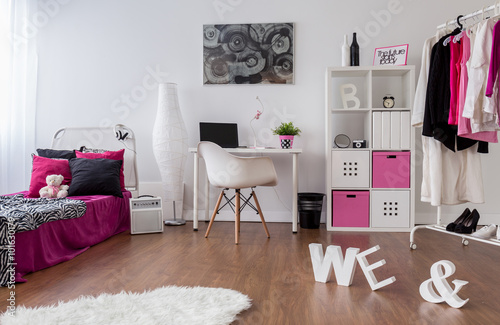 punk d vka pokoj design plak t obraz na ze. Black Bedroom Furniture Sets. Home Design Ideas