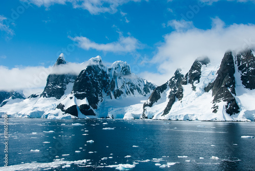 Fotobehang Antarctica Mountains of Antarctica in a beautiful sunny day