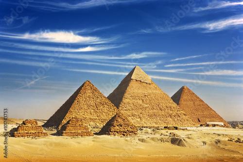 egipt-kair-giza-ogolny-widok-piramid-z