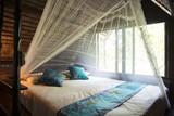 Interior de una habitación en Bungalow o casa tradicional Tailandesa. Tailandia