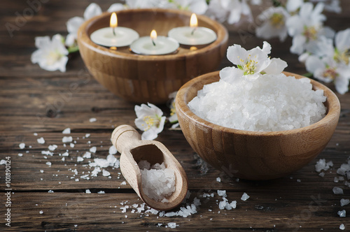 Papiers peints Spa SPA treatment with salt, almond and candles