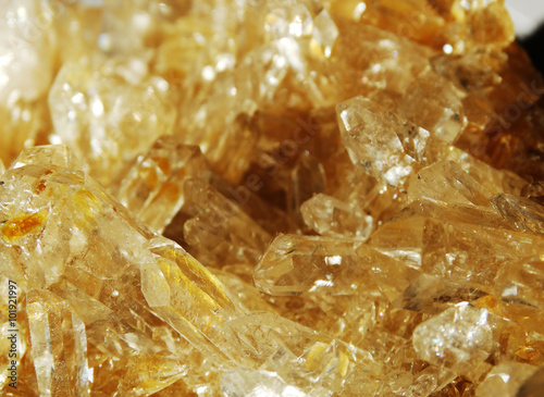 Tuinposter Edelsteen citrine geode geological crystals