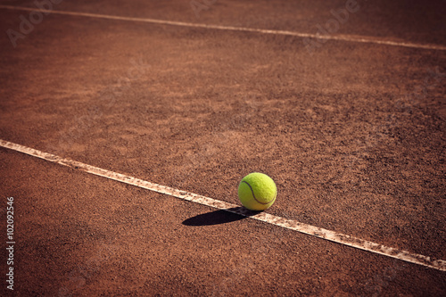 Poster tennis ball on the line