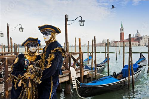 Foto op Plexiglas Venetie Couple in carnival mask in Venice.