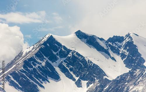 Keuken foto achterwand Nieuw Zeeland Snow-capped mountain peaks
