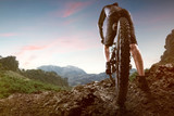 Mountainbiker w górach