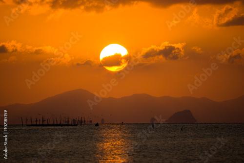 In de dag Ochtendgloren Sunset sky at Songkhla Lake, Thailand.